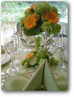 ビタミンカラーのテーブル装花 ライムを添えて¥5,200