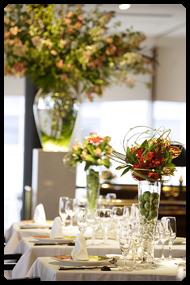 卓上装花とライトアップフラワーオブジェ